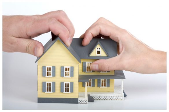 How do Courts Divide Property in Divorce